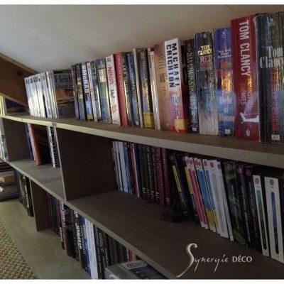 Une bibliothèque sur mesure sous les rampants
