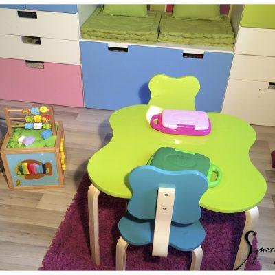 Une petite table pour travailler!