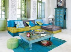 Bleu, bleu, bleu... La lagune à portée de main. Des meubles typés, des couleurs chaudes, (oui, même ce bleu est chaud!), rien de tel pour vous transporter rapidement sous de lointaines contrées...