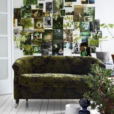 Joli jeu de photos sur le fond , en écho avec le tissu du canapé.