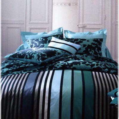 Les lits se parent de couleurs chaudes, meme lorsqu'elles ont dites froides