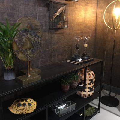 Etagère métal doré visible au showroom