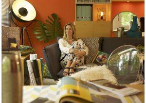 bureaux, décoratrice, mur orange, lampe photographe, votre décoratrice d'intérieur