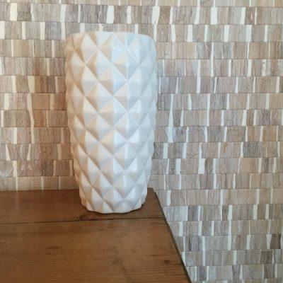 vase blanc graphique mur papier peint paille