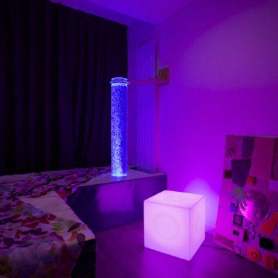 La salle Snozoelen, sensorielle, des objets stimulantes et amusants, pour la quiétude