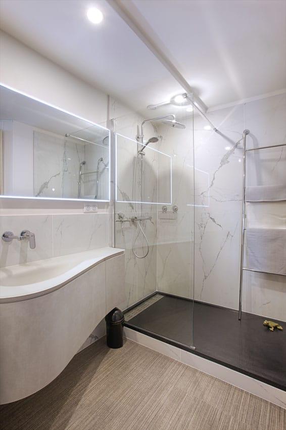 La salle d'eau, digne d'un hôtel, Paris 18 Eme