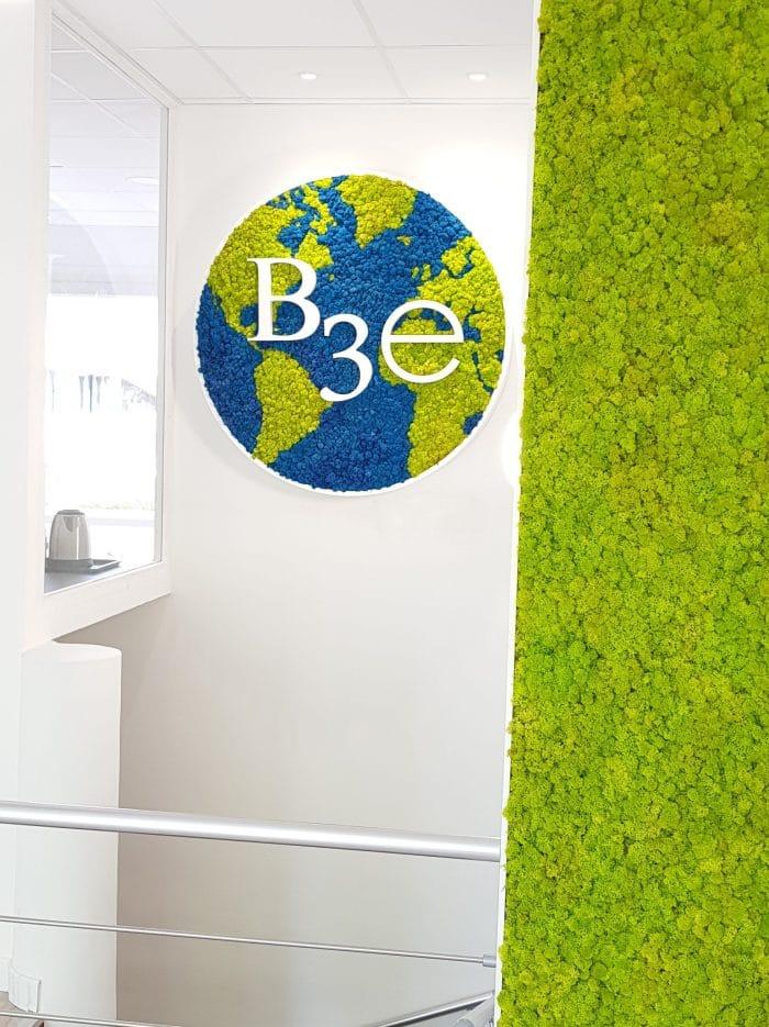 décoration et agencement bureaux logo mousse planète, murs blancs décoratrice UFDI Synergie Déco