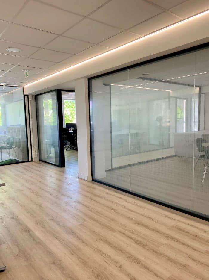 Cor,iche lumineuse, décoration et agencement bureaux décoratrice UFDI Synergie Déco