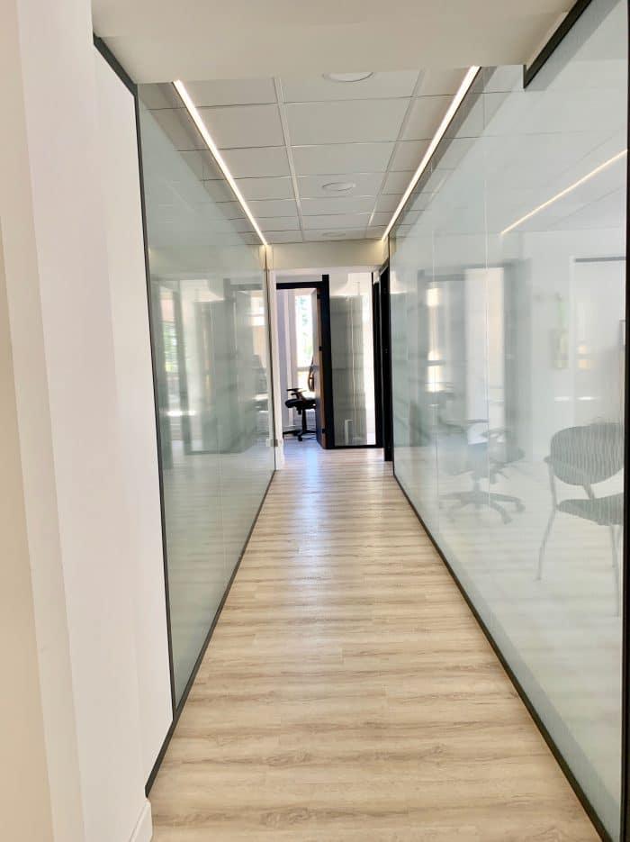 couloir lumineux, fil led, décoration et agencement bureaux décoratrice UFDI Synergie Déco