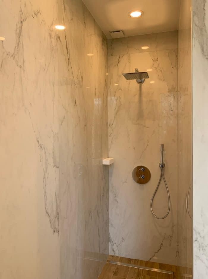 marbre murs, meuble salle de bain, bois, vaque corian, douche italienne