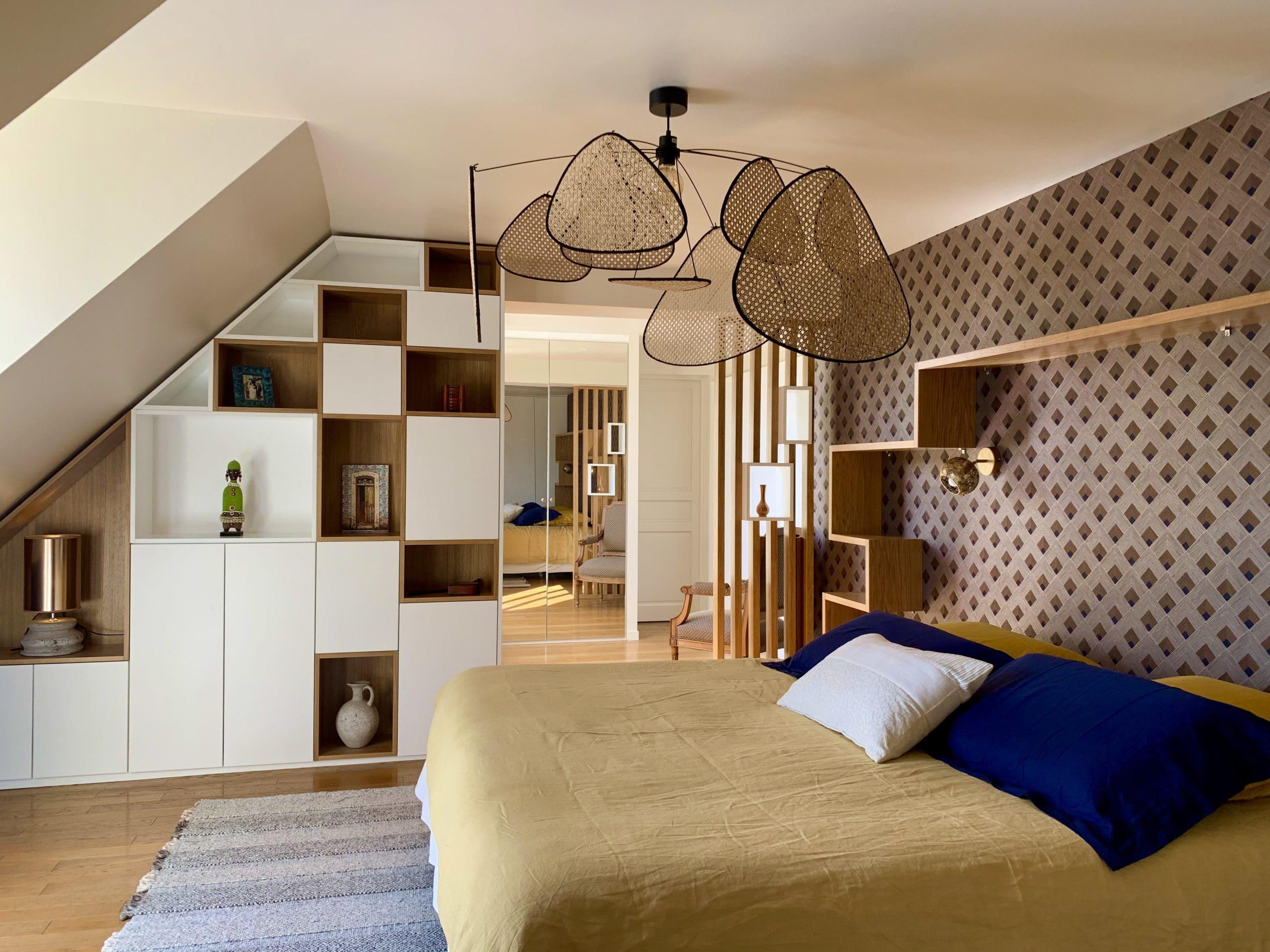 chambre lit 180 claustra mélanine blanc et chêne, tapis, screen, dressing, bibliothèque sous pente, Casamance, murs bleus