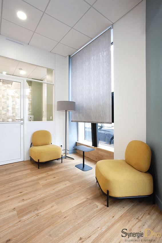 meuble sur mesure, bois sol, bureau blanc, décoratrice intérieur Boulogne murs verts, suspension boule, réunion déco